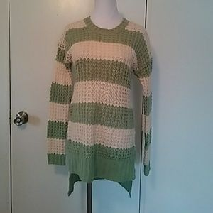 Rue21 high low sweater size small